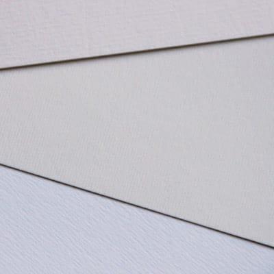 trois types de papiers texturés pour tous les goûts, avec des blancs différents du ligné, du papier effet aquarelle plus aléatoire, et du ligné rustique - les petits papiers du bonheur